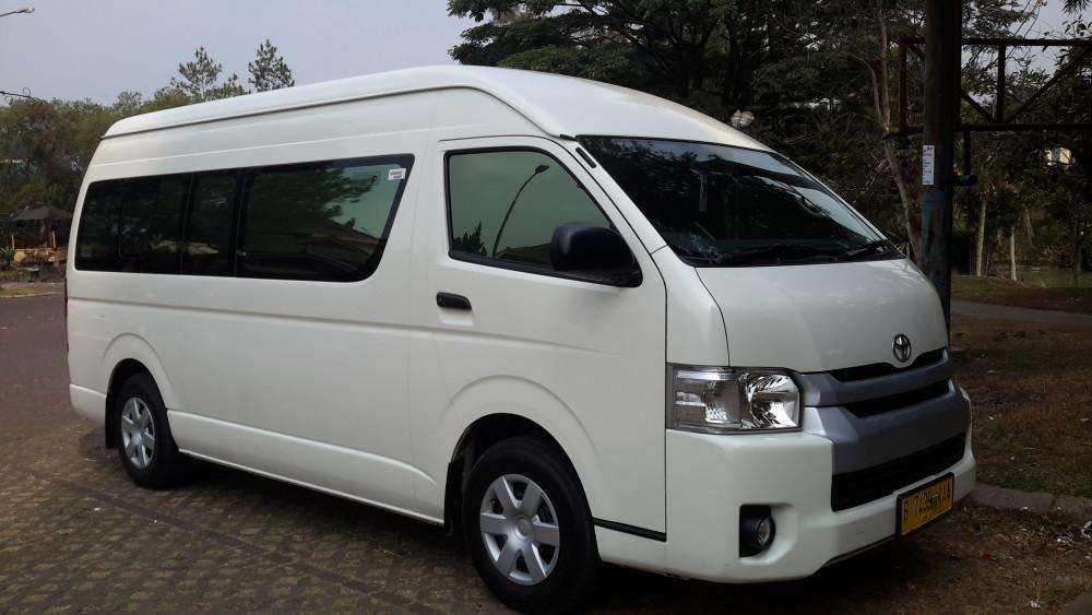 Sewa Toyota Hiace