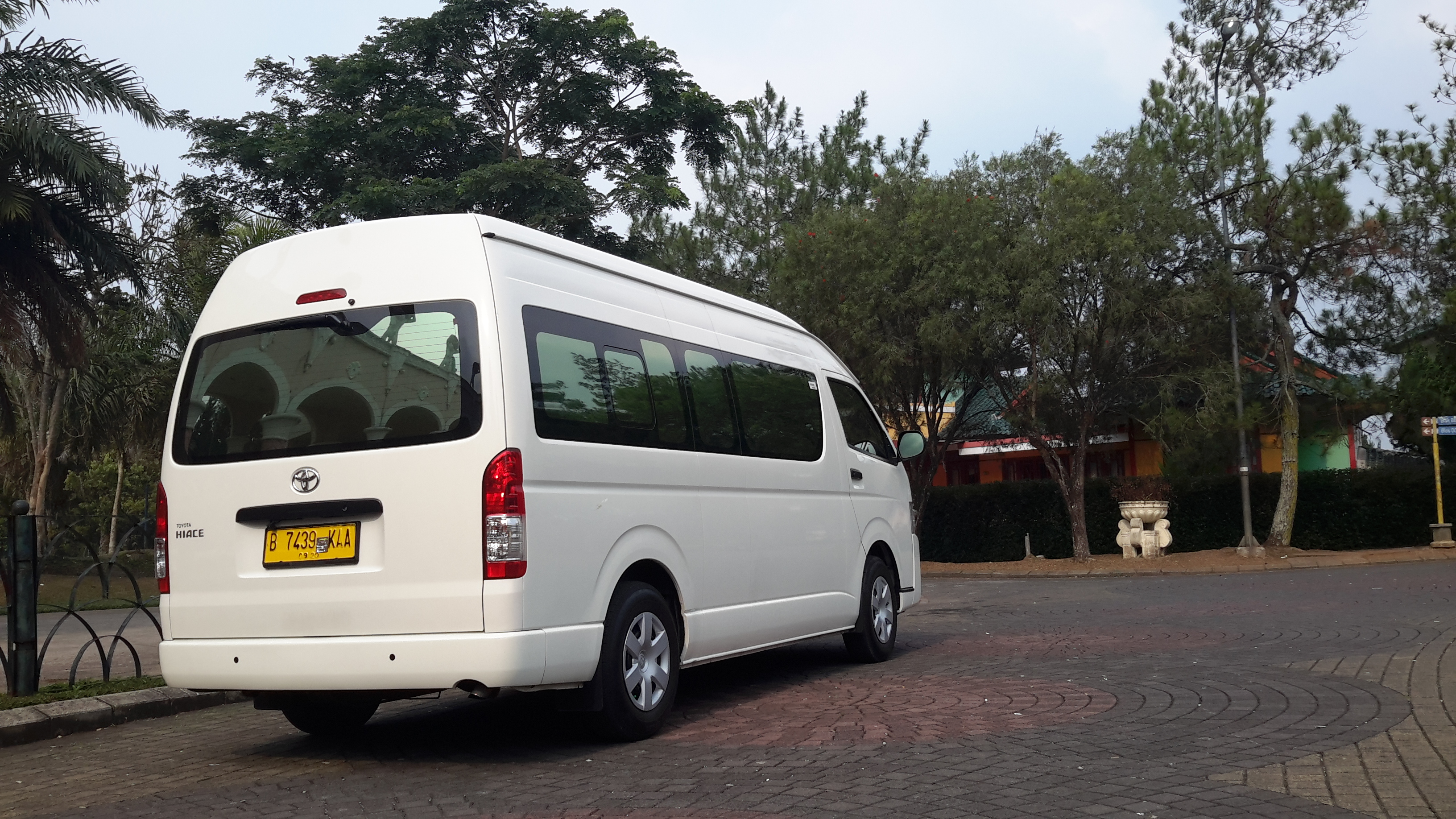Rental Hiace Tangerang Selatan 081284670628